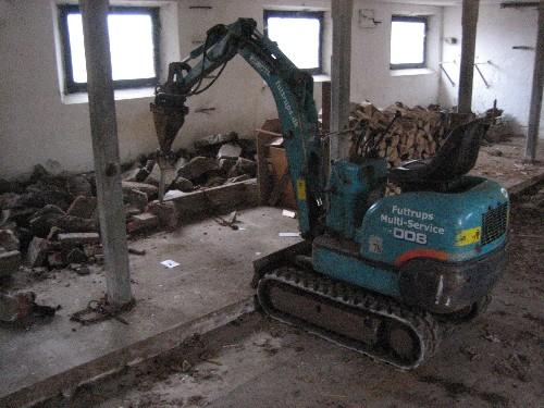 Opbrydning af beton i stald